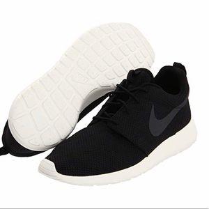 🌟Men's Nike Roshe One ~ Size 8.5